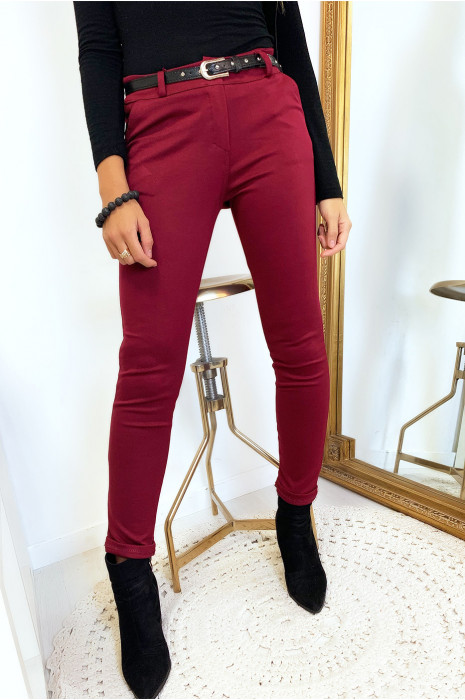 Mooie slanke bordeauxrode broek met steekzakken en riem