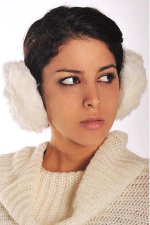 Super modieuze oorbeschermer van bont, om zeer stijlvol te dragen. Kledinggroothandel