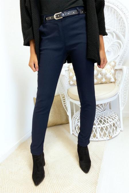 Pantalon slim marine en strech avec ceinture et poches. 1028