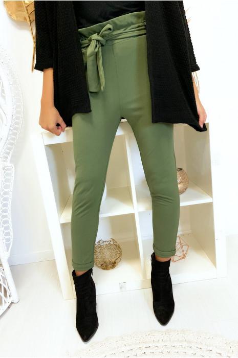 Pantalon kaki taille haute avec ceinture et poches