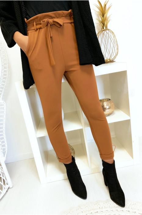 Pantalon camel taille haute avec ceinture et poches