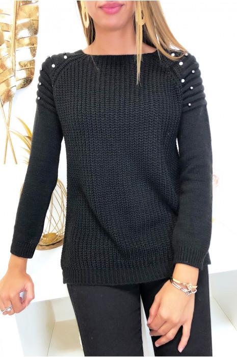 Joli pull noir épaules bombé style motard avec perles