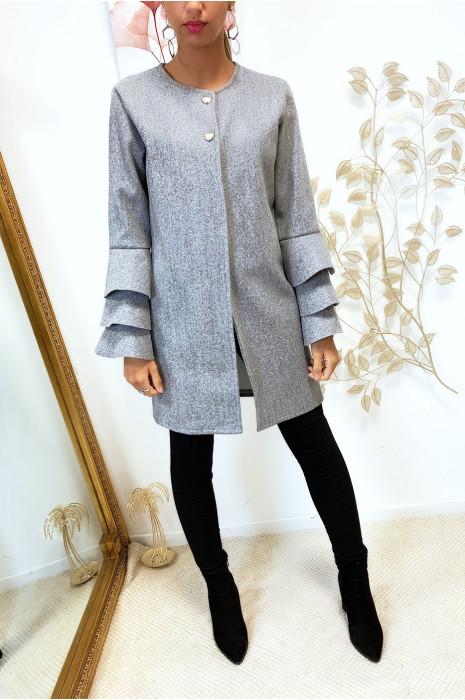 Veste gris très tendance boutonné au buste avec volants aux manches