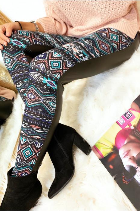 Leggings d'hiver coloré en corail et noir, motifs fantaisie et sky derrière. Style fashion. 148-2