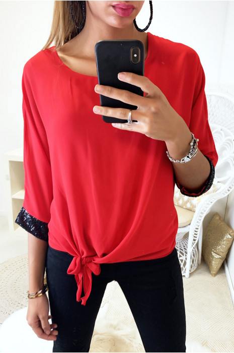 Jolie blouse rouge en voile doublé avec noeud devant et strass aux manches
