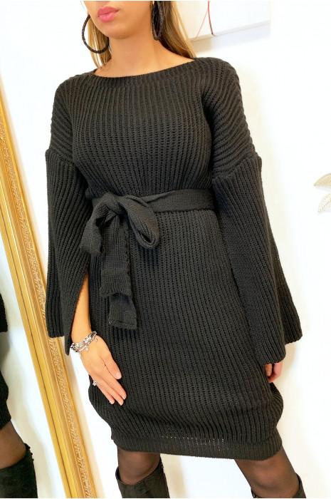 Magnifique robe pull noir avec ceinture et ouvert aux manches