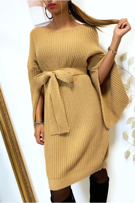 Magnifique robe pull camel avec ceinture et ouvert aux manches