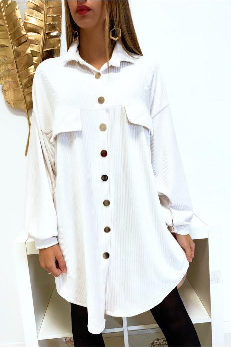 Magnifique robe chemise blanche over size en velours avec boutons doré et poches