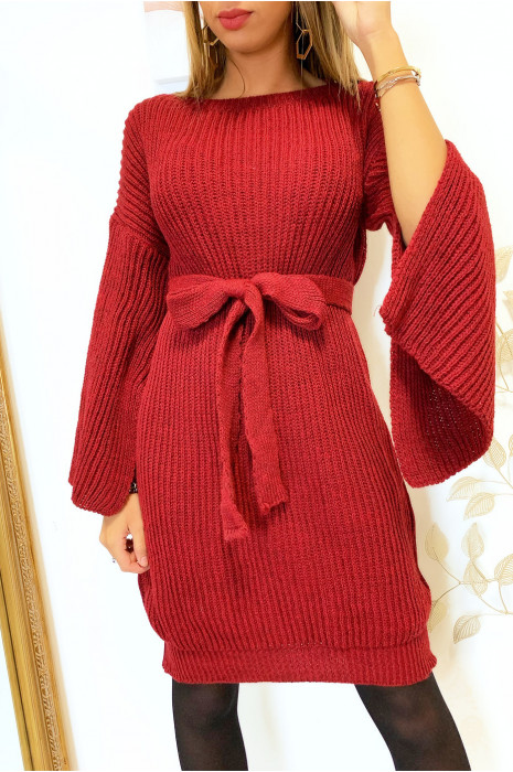 Magnifique robe pull bordeaux avec ceinture et ouvert aux manches