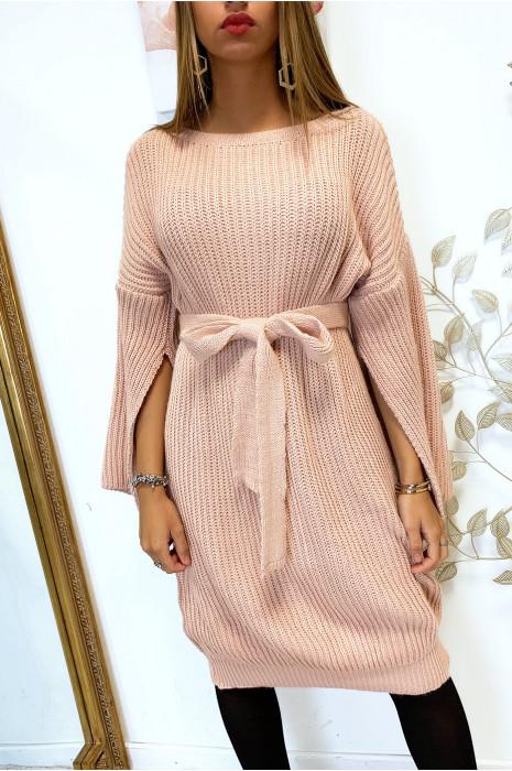 Magnifique robe pull rose avec ceinture et ouvert aux manches