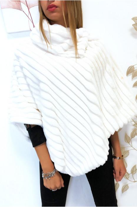 Magnifique poncho blanc très doux