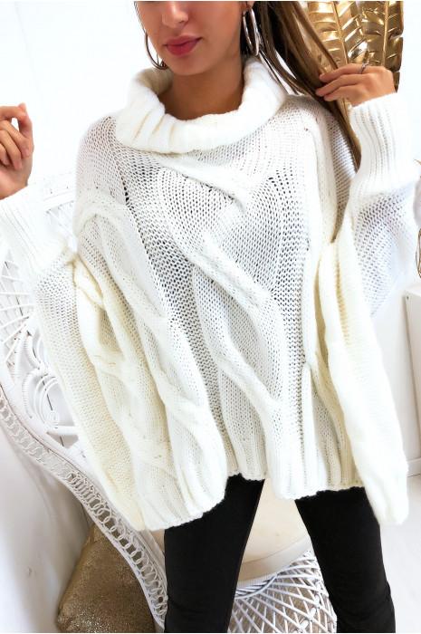Magnifique pull blanc col roulé très ample coupe chauve souris