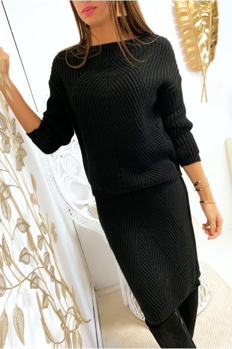 Ensemble noir pull et jupe 3/4 avec motif tressé