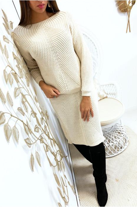 Beige sweater en 3/4 rok met gevlochten patroon