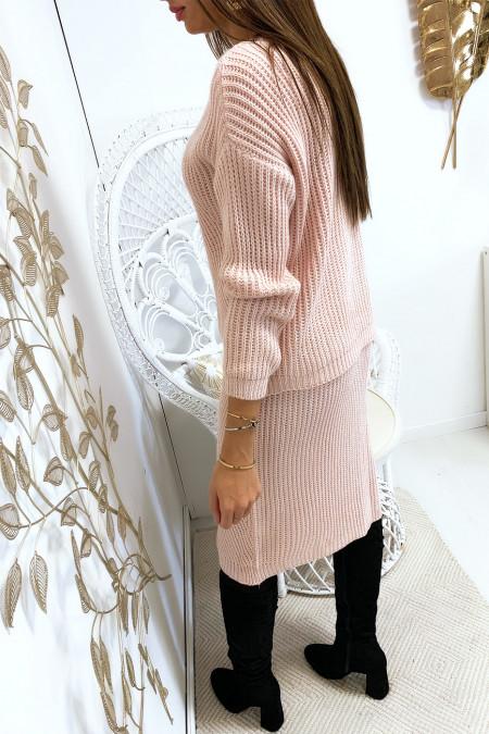 Ensemble rose pull et jupe 3/4 avec motif tressé