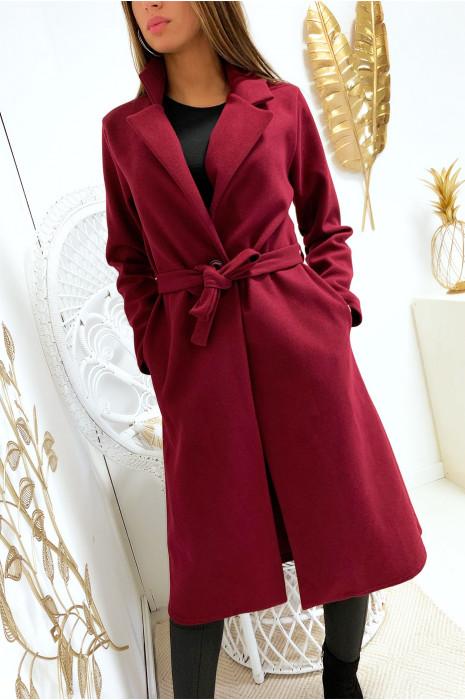 Lange bordeauxrode jas met knoopceintuur en zakken