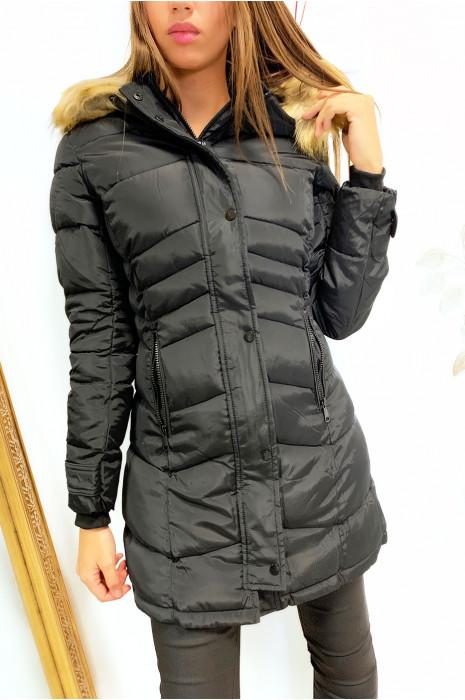 Mooie zwarte puffer jas, goed afgerond met capuchon en zak