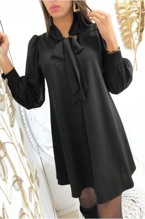 Robe tunique trapèze en noir avec manches et écharpe en voile