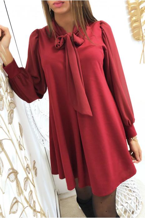 Robe tunique trapèze en bordeaux avec manches et écharpe en voile