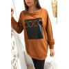 Cognac sweatshirt met COCO-tekst op glanzende achtergrond
