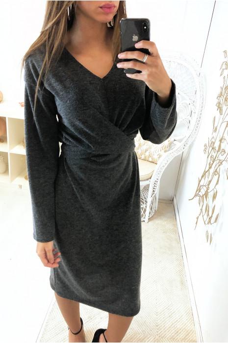 Antracietkleurige gebreide jurk met gekruiste voorkant en riem