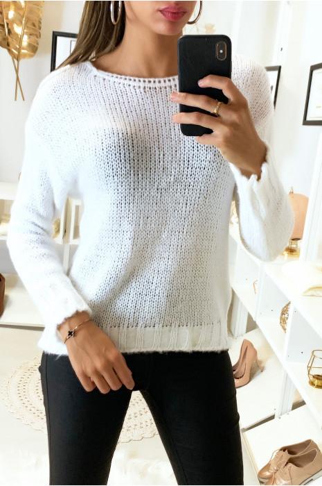 Joli pull blanc très doux composé de mohair
