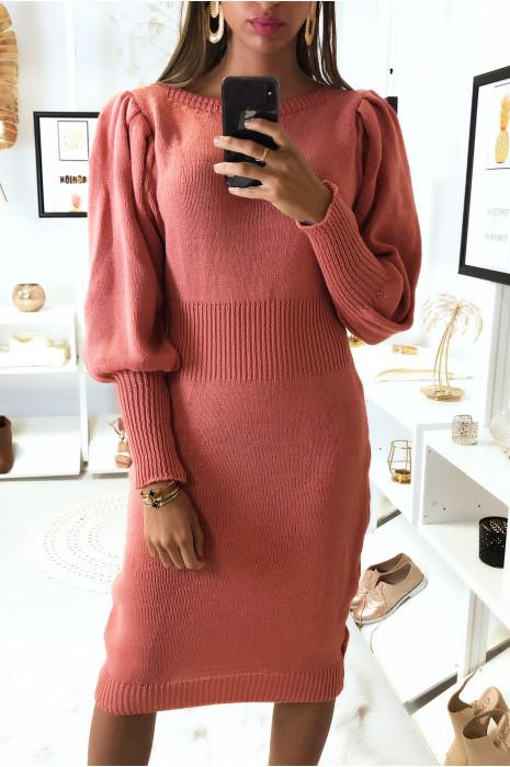 Longue robe pull fuchsia manche bouffante tressé à la taille
