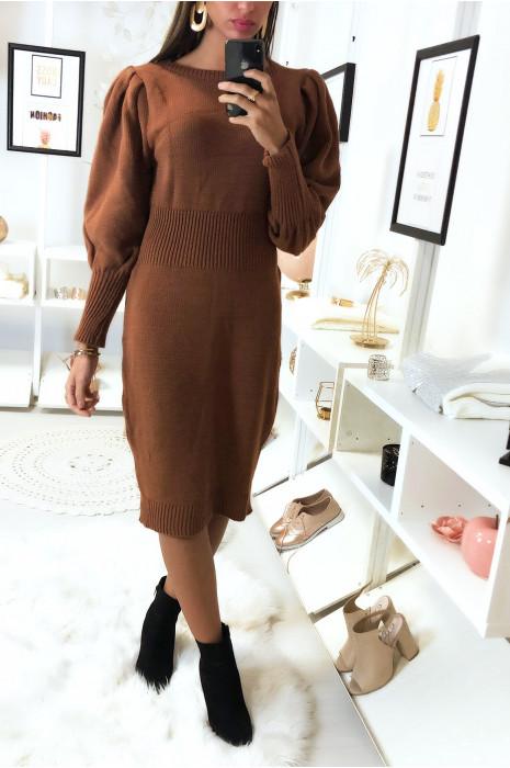 Longue robe pull cognac manche bouffante tressé à la taille