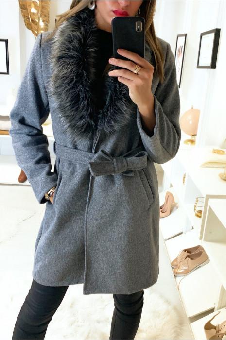 Joli manteau gris croisé avec sublime fourrure synthétique au col