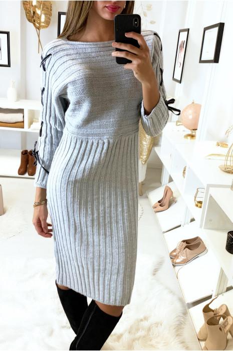 Longue robe pull côtelé gris avec lacet aux manches