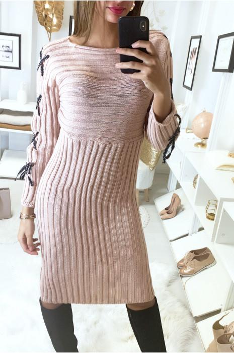 Longue robe pull côtelé rose avec lacet aux manches