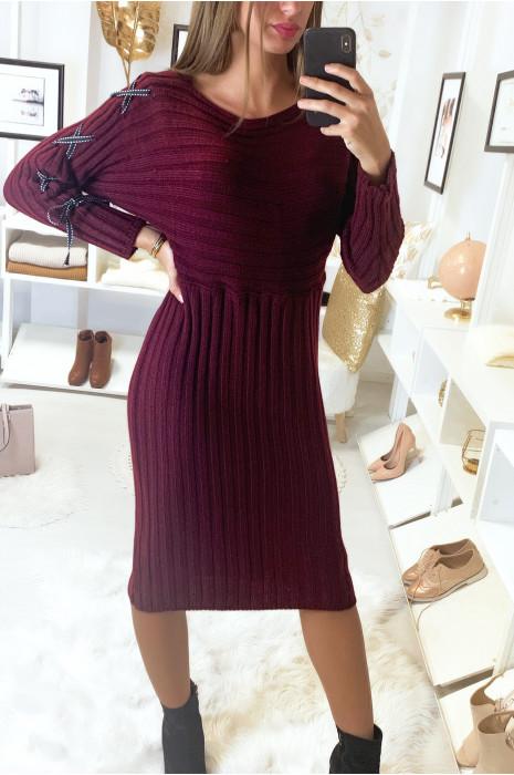 Longue robe pull côtelé bordeaux avec lacet aux manches