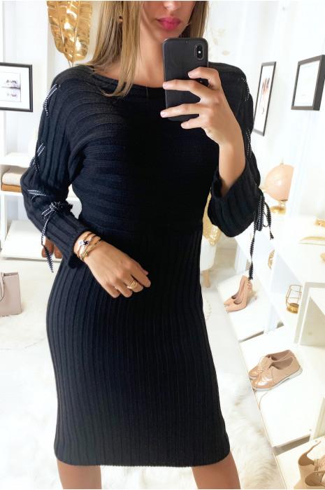 Longue robe pull côtelé noir avec lacet aux manches