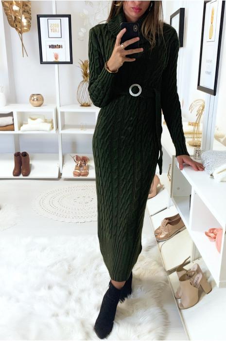 Longue robe pull torsadé en kaki avec col roulé et ceinture