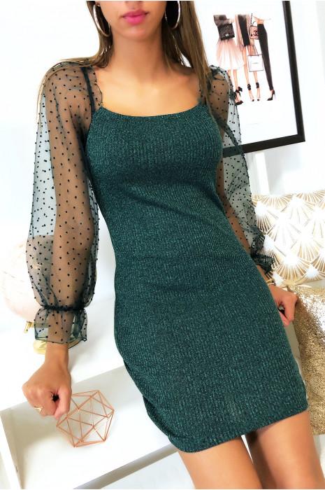 Jolie robe verte en matière brillante avec manche en dentelle bouffante
