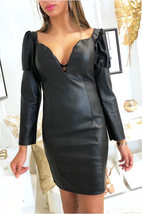 Robe noir en simili très décolleté avec épaules bouffante