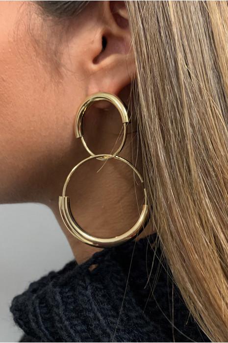 Boucle d'oreille doré.