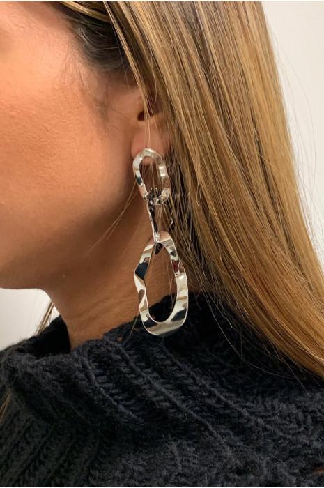 Boucle d'oreille argenté.