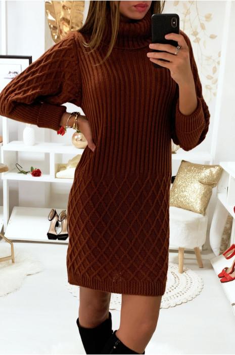 Magnifique robe pull cognac col roulé tressé aux manche et en bas
