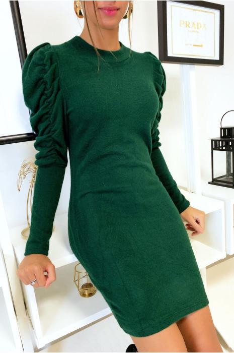 Magnifique robe verte dans une matière très douce et extensible avec épaules froncé et bouffantes