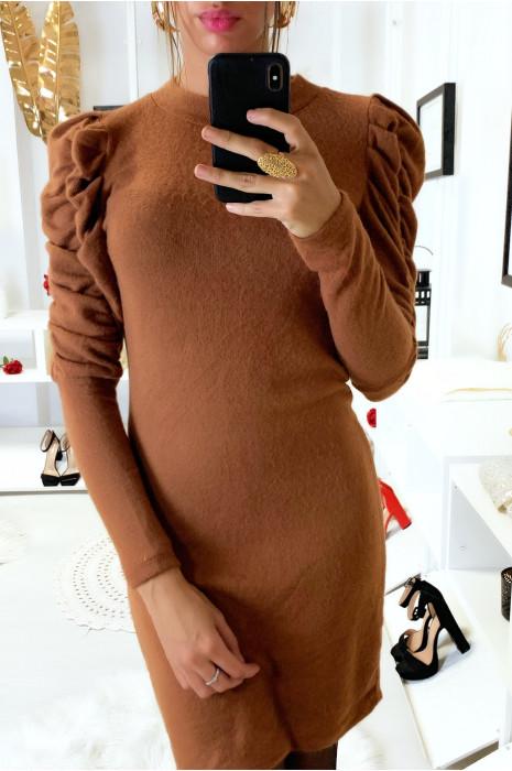 Magnifique robe camel dans une matière très douce et extensible avec épaules froncé et bouffantes