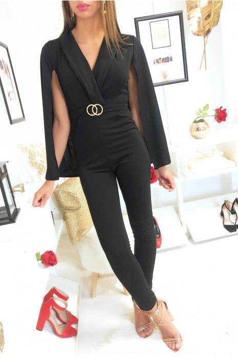 Mooie zwarte jumpsuit met cape en gouden ringen in de taille