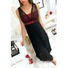Longue robe noir avec voile et strass rouge au buste et plissé à la jupe