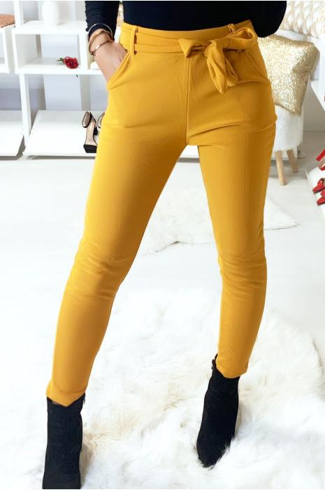 Pantalon cigarette moutarde molletonné avec poches et ceinture. 7062