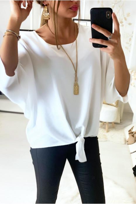 Haut blanc ample avec collier et noeud devant