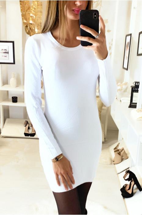 Jolie robe pull blanc col rond en tricot lycra