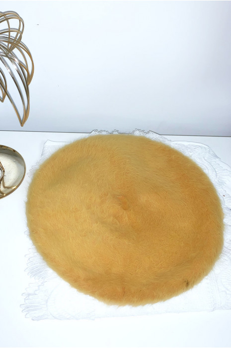 Mooie mosterd baret van zacht materiaal