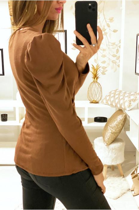 Joli top croisé camel avec ceinture anneaux