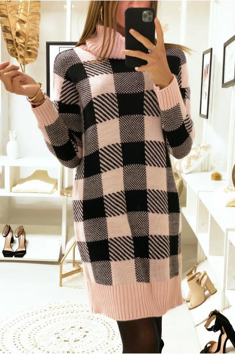 Robe pull col roulé à carreaux rose et noir