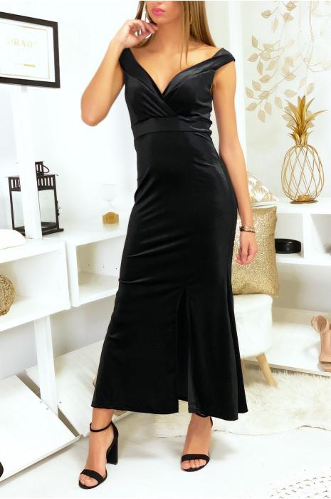 Lange zwart fluwelen jurk met verlaagde kraag en split